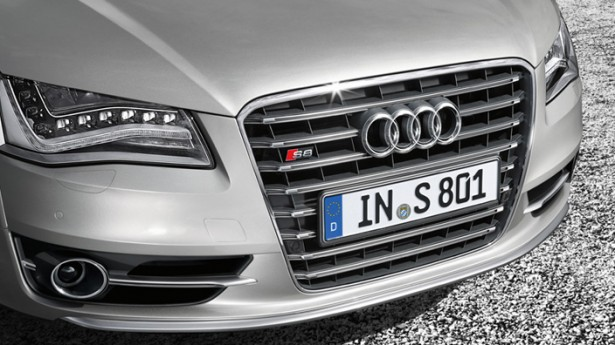 Audi-S8-5