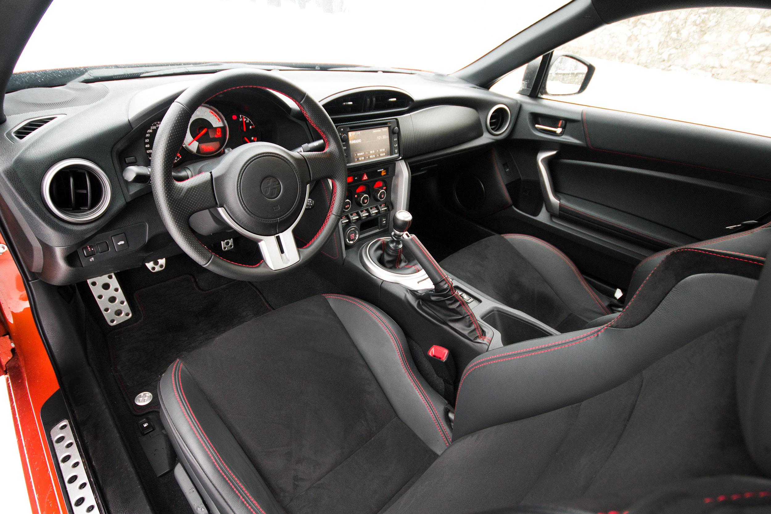 toyota gt 86 test drive interior les voitures. Black Bedroom Furniture Sets. Home Design Ideas