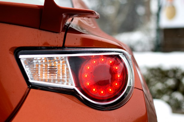 Toyota-GT-86-test-drive-led-back