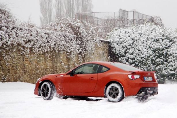 Toyota-GT-86-test-drive-snow-2