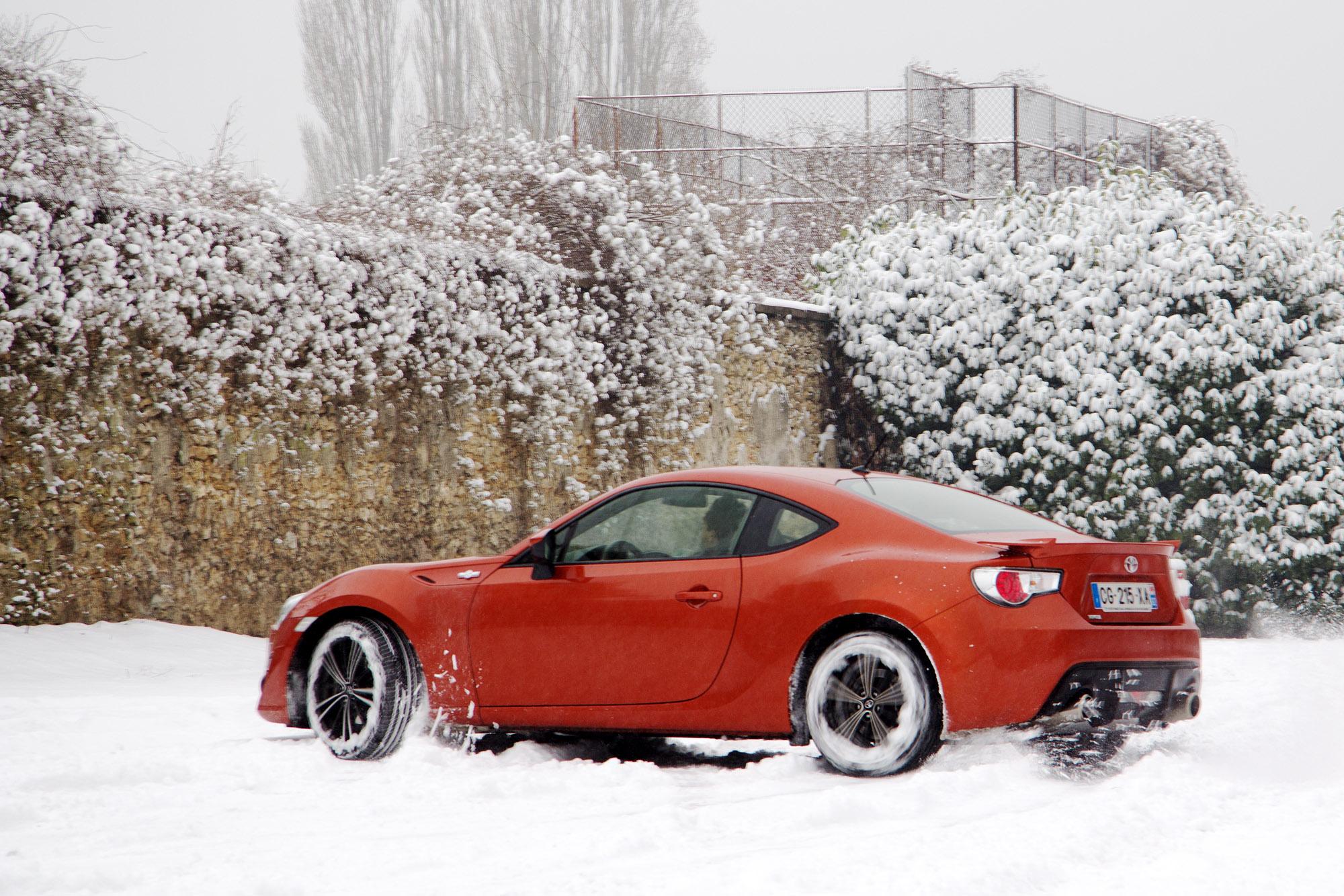 toyota gt 86 test drive snow 2 les voitures. Black Bedroom Furniture Sets. Home Design Ideas