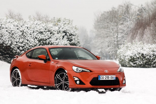Toyota-GT-86-test-drive-snow