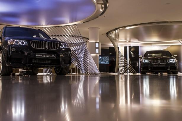 BMW-George-V-Central-Plaza-2
