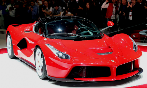 LaFerrari : elle arrive à Paris au Grand Palais