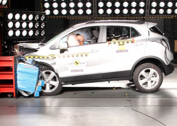 crash-test-opel-mokka-auto