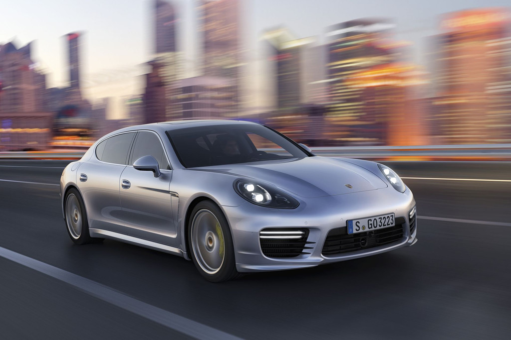 Porsche Panamera : plus de chevaux et une version hybribe pour la nouvelle gnration !
