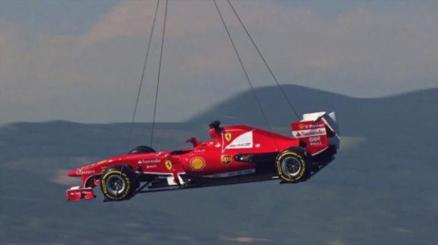 Formule 1-Grand Prix d&#8217;Espagne-Une Ferrari survole Barcelone