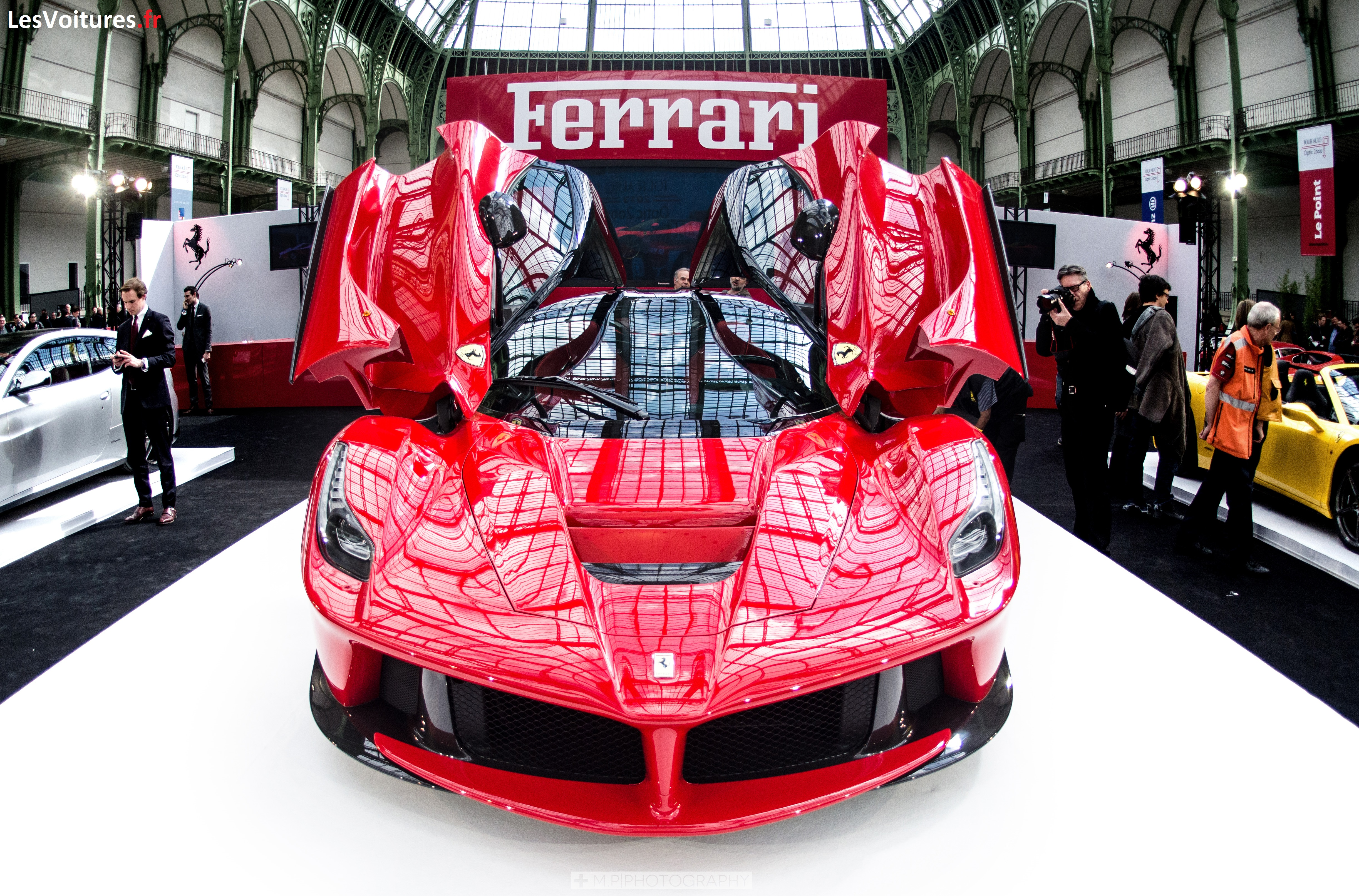 LaFerrari-auto-tour-grand-palais-2013-5
