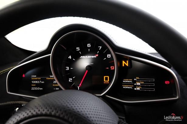 McLaren-12C-Spider-intérieur-volant