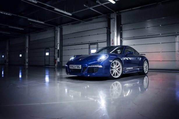 Porsche- 911 Carrera-4S-silverstone