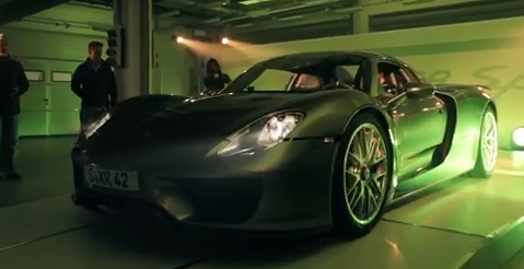 Video-Porsche-918-Spyder-Moscou
