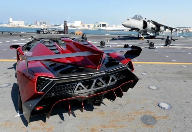 veneno-roadster-porte-avions-3