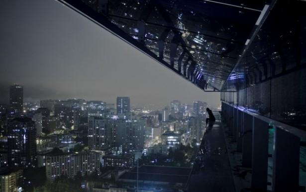 Aurelie-Curie-rooftopping-Nissan-Paris