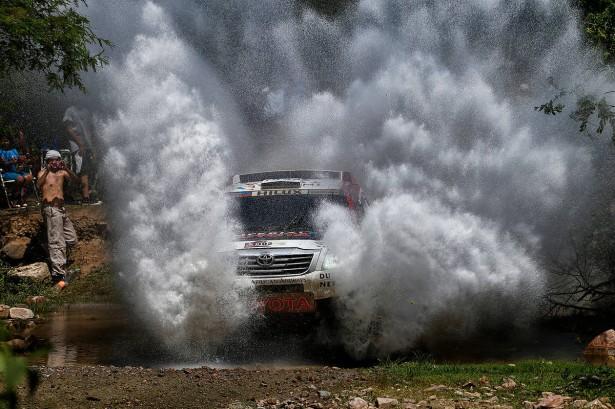 Giniel-de-Villiers-Toyota-Hikux-Dakar-2014
