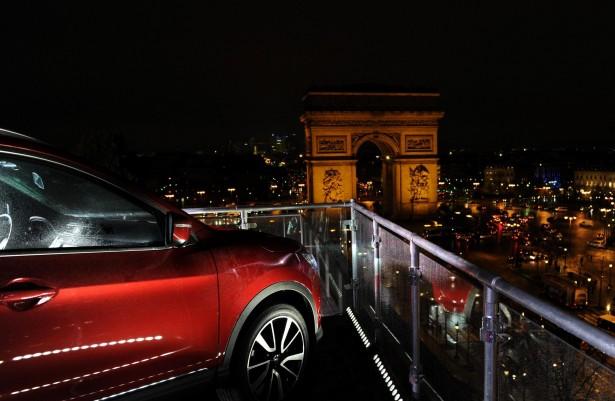 Nissan-Qashqai-rooftopping-Paris
