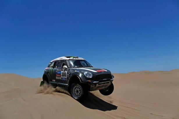 Peterhansel-MINI-Dakar-2014-9