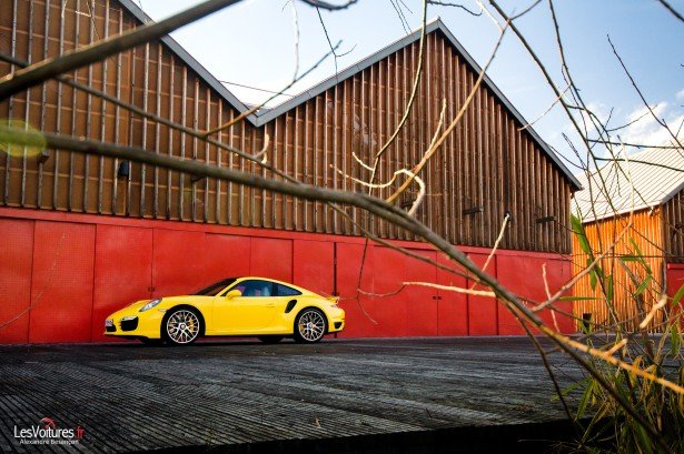 Porsche-911-Turbo-S-991-13