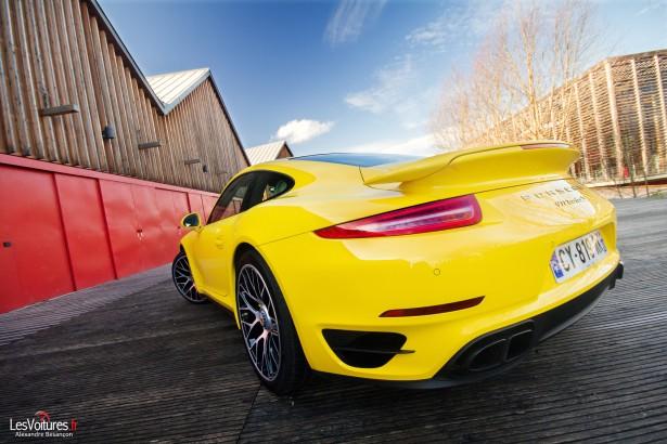 Porsche-911-Turbo-S-991-17