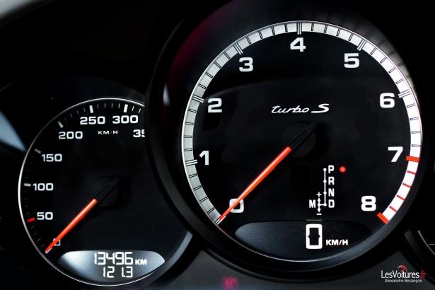 Porsche-911-Turbo-S-991-22