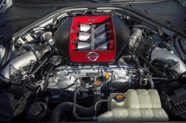 Nissan-GT-R-Nismo-2014-4