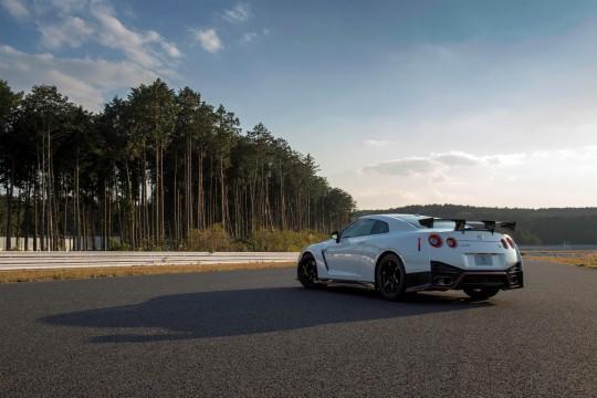 Nissan-GT-R-Nismo-2014-6