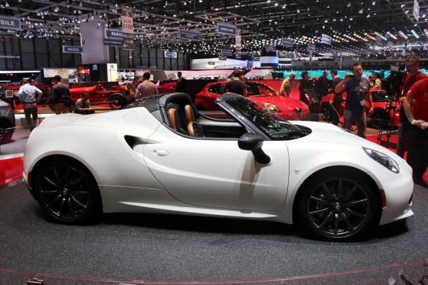 Alfa-Romeo-4c-Spider-4