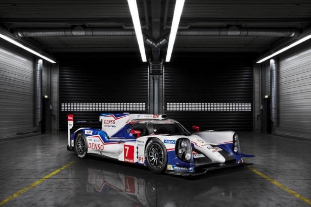 Toyota-TS040-LMP1-H-FIA-WEC-2014-24-H-du-Mans-12