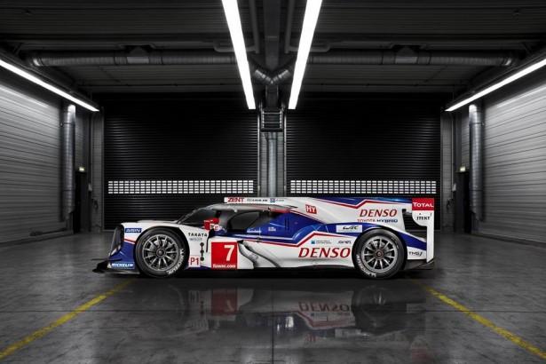 Toyota-TS040-LMP1-H-FIA-WEC-2014-24-H-du-Mans-13
