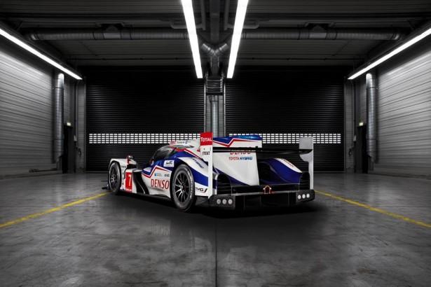 Toyota-TS040-LMP1-H-FIA-WEC-2014-24-H-du-Mans-15