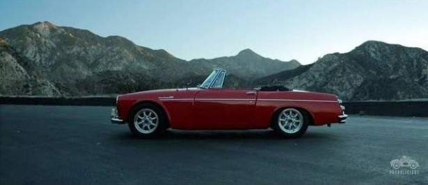 video-datsun-1967-Roadster-petrolicious