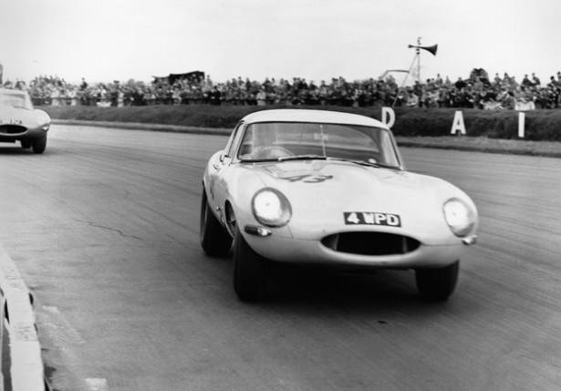 Jaguar_Lightweight_E-type_3