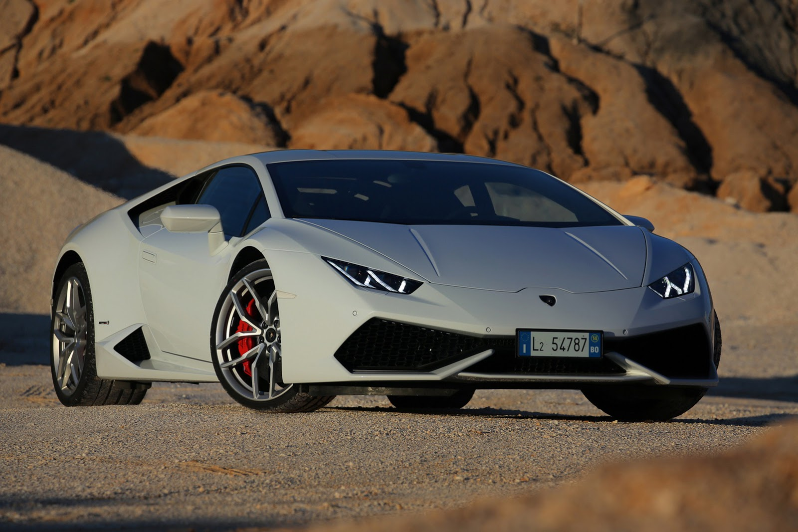 Lamborghini Huracán : la Supercar sublimée à travers un nouvel album photo officiel !
