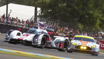 24-Heures-du-Mans-2014-Audi-R18-e-tron-quattro-2-Aston-Martin-V8-Vantage-c