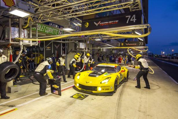 24-Heures-du-Mans-2014-Corvette-Racing-Stand-night