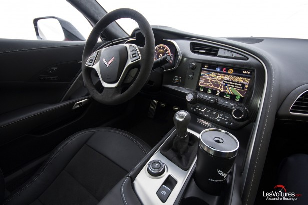 essai-test-drive-chevrolet-chevy-c7-stingray-normandy-2014-Spirit-of-1944-interior-car-2