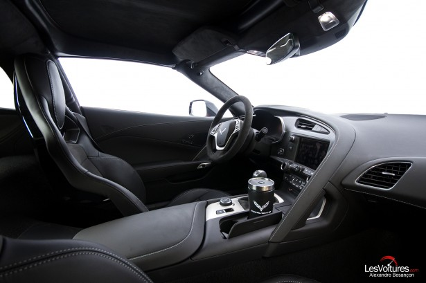 essai-test-drive-chevrolet-chevy-c7-stingray-normandy-2014-Spirit-of-1944-interior-car