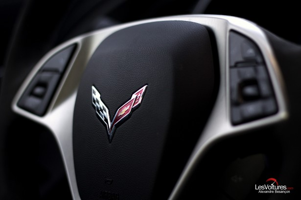 essai-test-drive-chevrolet-chevy-c7-stingray-normandy-2014-Spirit-of-1944-steering-wheel