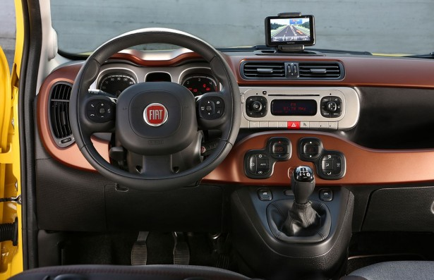 new-Fiat-Panda-Cross-2014-interieor