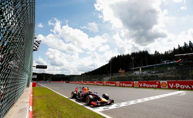 F1 – GP de Belgique : Ricciardo profite des égarements de Mercedes !