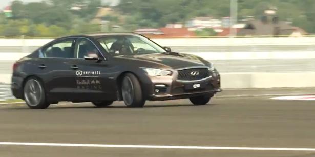video-sebastien-vettel-F1-sotchi-track-infiniti-q50-Hybrid
