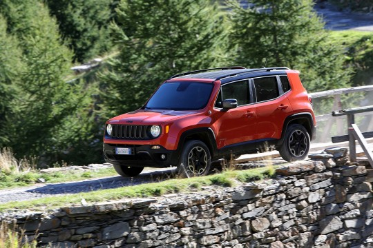 jeep renegade la nouvelle baroudeuse am ricano italienne l attaque des suv les voitures. Black Bedroom Furniture Sets. Home Design Ideas