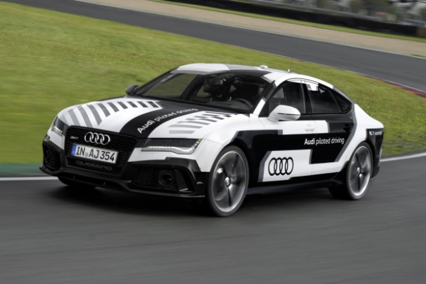 Audi-concept-RS-7-Pilot-Driving