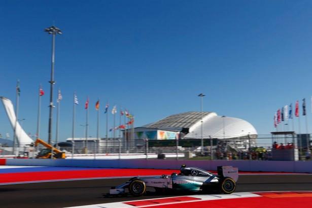 Lewis-Hamilton-Russia-GP-2014-Mercedes-AMG-Petronas