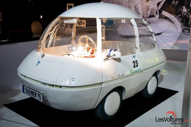 Mondial-Automobile-2014-exposition-mode-et-automobile-courreges-bulle