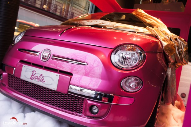 fiat 500 barbie le p re no l pour les femmes les voitures. Black Bedroom Furniture Sets. Home Design Ideas