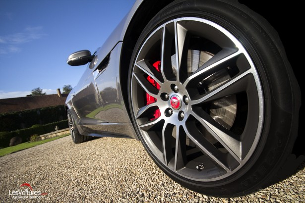 Jaguar-f-type-r-coupe-4
