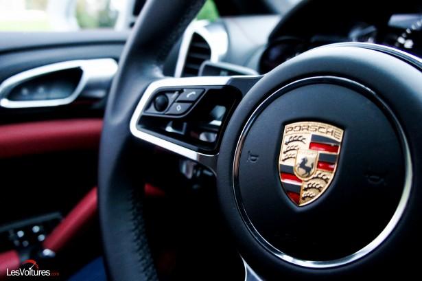 Porsche-Cayenne-Turbo-S-2015-11