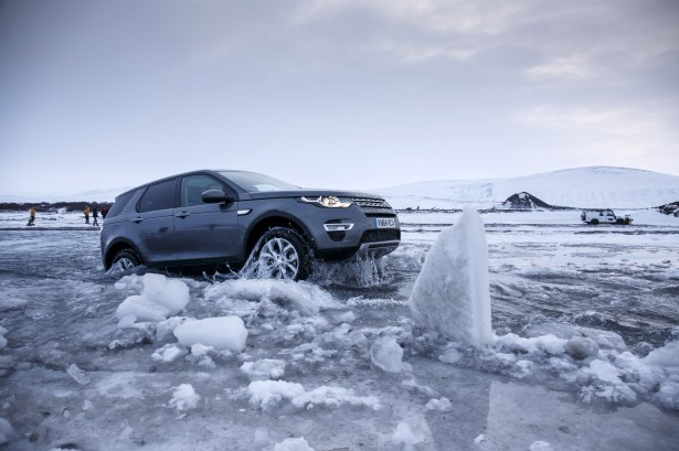 Land Rover Discovery Sport : Charlotte Au Volant en Islande !