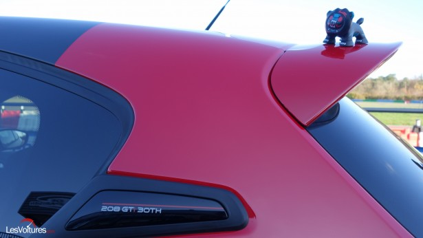 Peugeot-208-GTi-30th-24