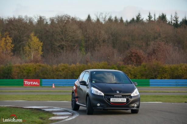 Peugeot-208-GTi-30th-33
